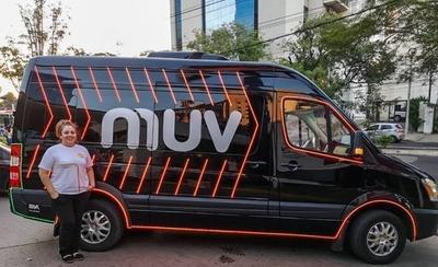"""HOY / Dos taxistas amenazan a una  conductora de MUV: """"Estamos  podridos, ponen 1.500 trancas"""""""