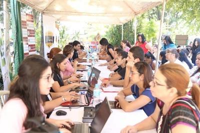 Cientos de interesados participaron de la feria de empleo en Ñemby