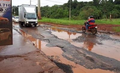 Millonario asfalto del Km 7 se deshace en solo tres años de su entrega