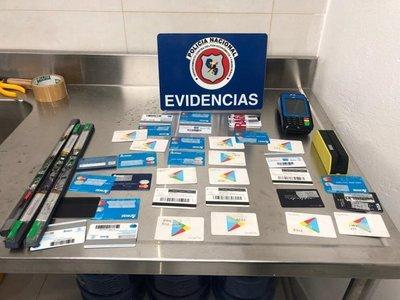 Detienen a dos brasileños sospechosos de clonar tarjetas