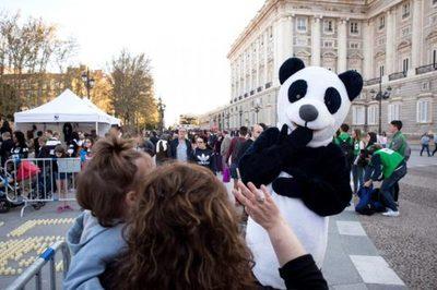España secunda el apagón planetario contra el cambio climático