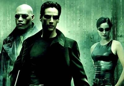 """HOY / """"The Matrix"""", veinte años de paranoia tecnológica y pastillas azules o rojas"""
