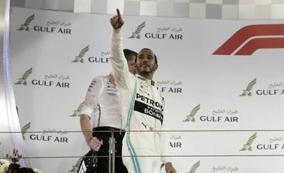 HOY / Hamilton encabeza otro 'doblete' de Mercedes en Baréin y Bottas sigue líder