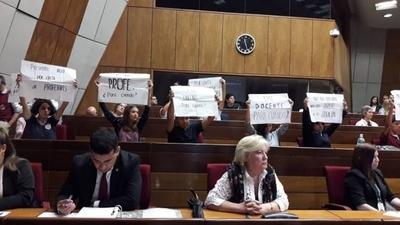 HOY / Estudiantes protestan durante discurso de Petta: ¿Se viene otra masiva toma de colegios?