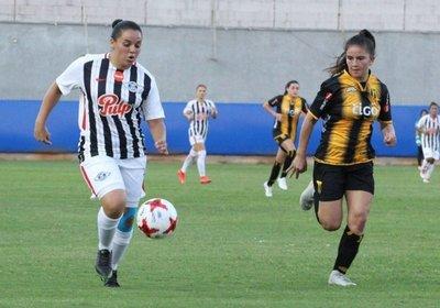 Fútbol femenino arrancó con goleadas