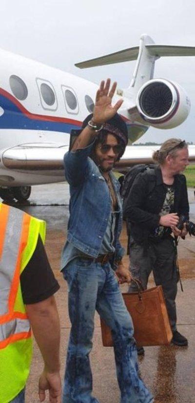 Lenny Kravitz ya llegó al Paraguay
