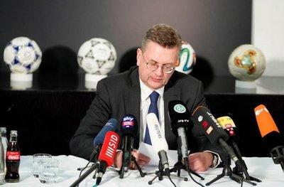 Dimite presidente de Federación Alemana
