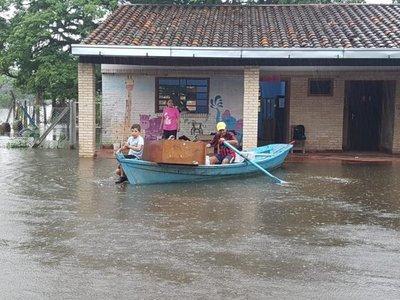 En canoa, a rescatar libros