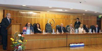 """Lanzan obra """"El Cheque"""" de ministro Torres Kirmser"""