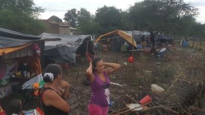 Concepción: Damnificados conviven entre charcos y temen por su salud