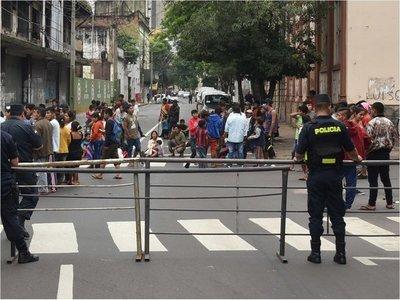 Indígenas cierran calles en el microcentro de Asunción