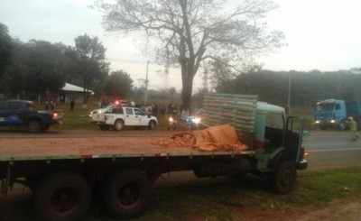 Menor herida tras embestir por un tracto-camión