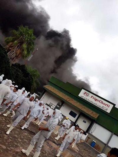 Incendio en FrigoChorti podría dejar sin trabajo a más de 600 personas