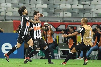 Atlético Mineiro revive en el grupo que comanda Cerro