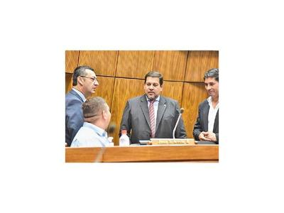 Abdistas respaldan a  D'Ecclesiis en pelea con el gobernador