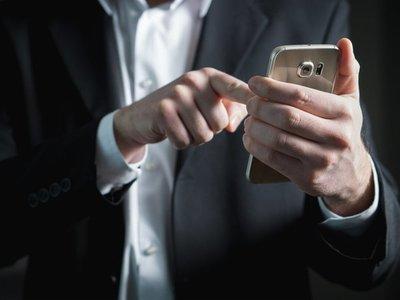 WhatsApp permite controlar quién puede agregarlos a chats grupales