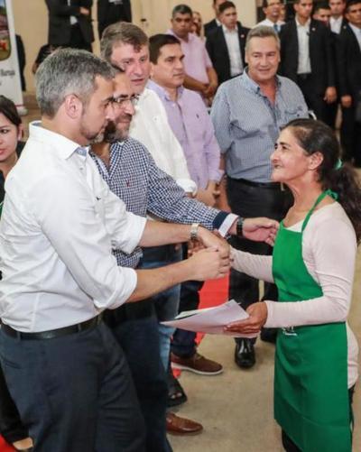 Más de 300 familias de Paraguarí reciben aportes para mejorar su producción agropecuaria