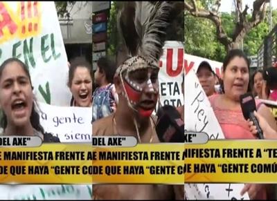 "Insólita manifestación de ""El Rey del Axe"" para ingresar a ""Baila Conmigo"""