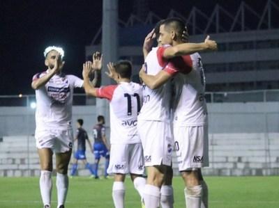 Nacional derrota a San Lorenzo y respira en el campeonato