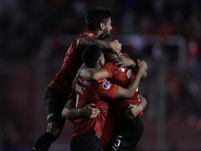 Independiente goleó a Binacional y quedó a un paso de la siguiente fase