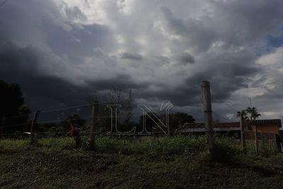 Emiten alerta de tormentas en dos departamentos