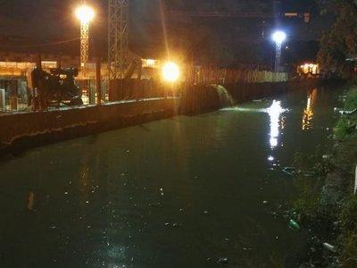 Obras del puerto, bajo agua