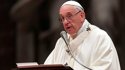 """El papa lamenta que la """"rica"""" Europa y América vendan armas para la guerra"""