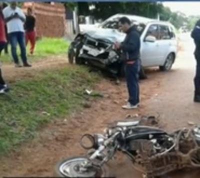 Imprudencia de motociclista ocasiona grave accidente