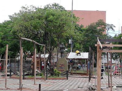 Damnificados ocupan plazas ante completa desidia oficial