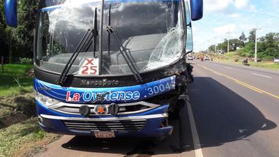 Grave accidente involucró a un ómnibus y a una camioneta