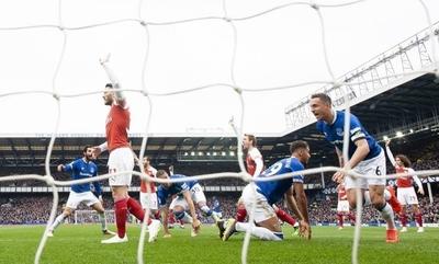 HOY / El Everton complica al Arsenal