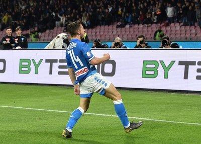 Empate del Nápoli retrasa el título de la Juventus