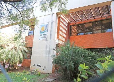 Por desidia del ministro Petta, edificio del MEC cae a pedazos