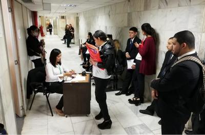 Postulantes presentaron carpeta para cargos en vacancia