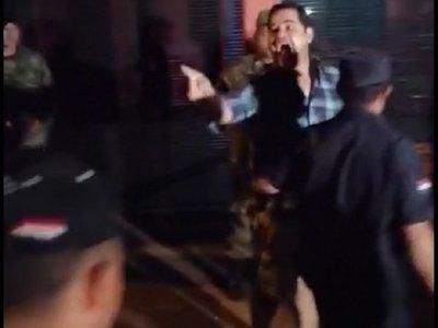 Intendente pierde la paciencia y reacciona contra manifestantes