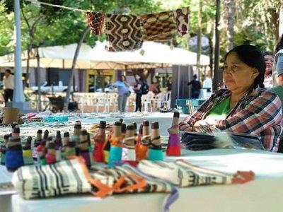 Feria de artesanía de mujeres indígenas en la Plaza O'Leary