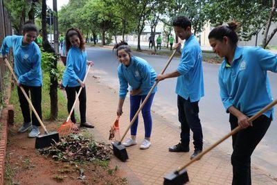 Jóvenes fomentan limpieza de calles con campaña ambiental
