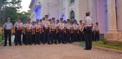 Desplegarán 400 policías para servicios en supermercados de la capital y central