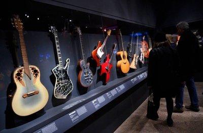 El Met de Nueva York exhibe instrumentos emblemáticos de la historia del rock