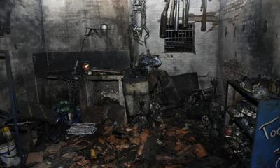 Adictos habrían incendiado taller de motos – Prensa 5
