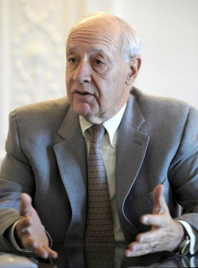 Lavagna se propone como un punto medio entre Macri y Kirchner