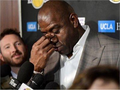 Johnson abandona a Lakers y a James