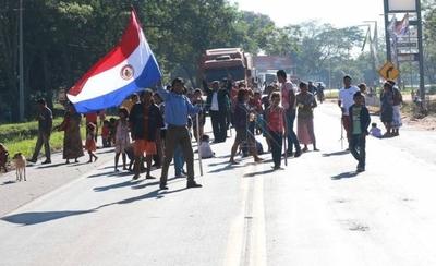 HOY / Indígenas cierran ruta en reclamo de asistencia