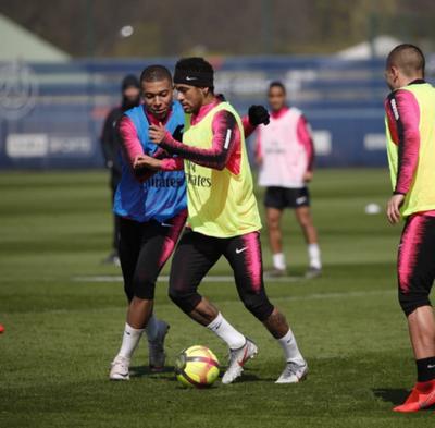 Neymar inicia el entrenamiento con el PSG