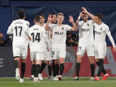 Valencia golpea primero y se acerca a semifinales