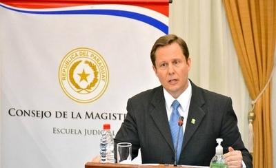 Senado elige a Martínez Simón como nuevo ministro de Corte