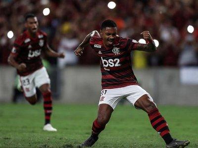 Flamengo asume liderato con un set y roza octavos a costa de San José