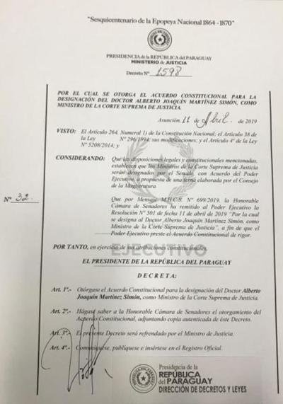 Presidente otorga acuerdo a nombramiento de Martínez Simón como ministro de la Corte