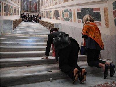 Exhiben la escalera que subió Jesús antes de su juicio