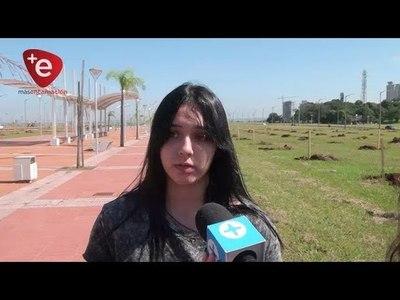 JOVEN LLEGÓ A ENCARNACIÓN PARA CONOCER SOBRE EL USO DE HIDROGEL EN CULTIVOS